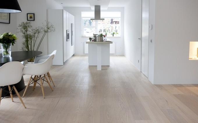 Uitgelezene Houten vloer in combinatie met moderne keuken. . Foto geplaatst FA-98
