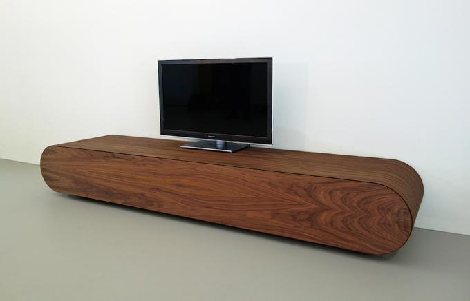 Leuke Moderne Tv Kast.Modern Tv Meubel Van Noten Hout Van Ontwerper Ronald Knol Foto