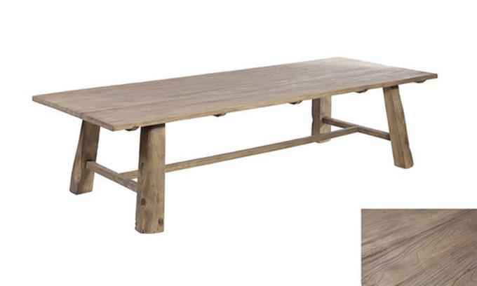 Mooie smalle lange houten tafel.. Foto geplaatst door