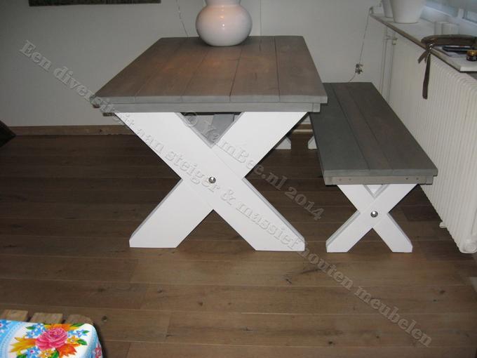 Wit Bankje Eettafel.Robuuste Steigerhouten Eettafel Met Bank Kruispoot Onderstellen