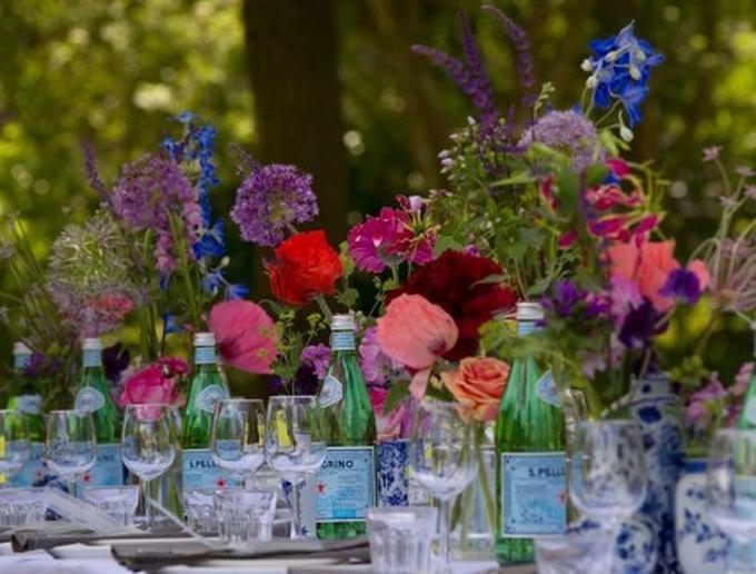Hedendaags Feest! Met prachtige versierde tafel met bloemen. Credits: Eten LO-36