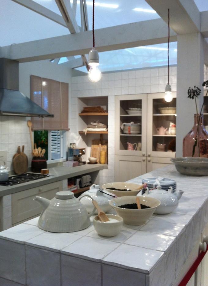 Nieuw Ariadne At Home keuken 2012, fijne combinatie van glanzende witjes IA-92