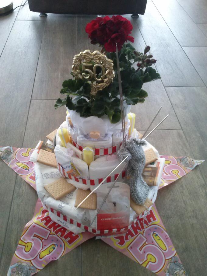 Fonkelnieuw cadeau idee voor een Sarah. een taart voor een oude taart. Foto HA-59