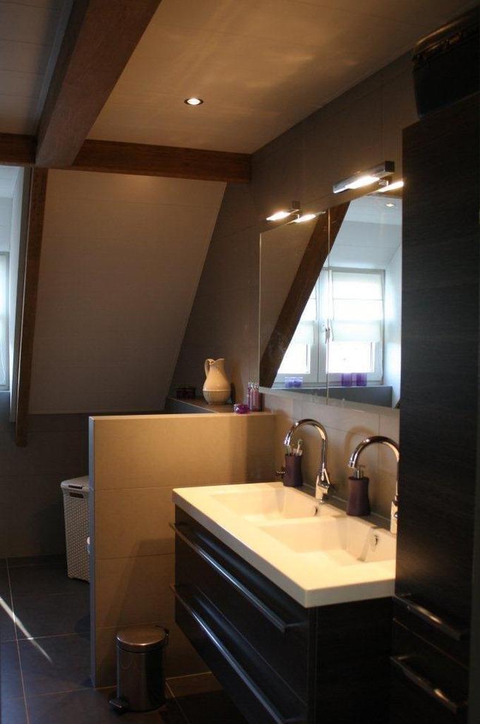 Badkamer Vanaf De Deur Gezien Achter Het Muurtje Staat De Wc Foto Geplaatst Door Aranka Op Welke Nl