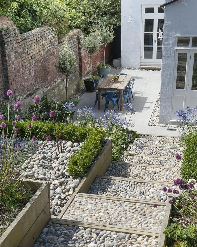 Nieuw Een trap in de tuin gemaakt van stenen.. Foto geplaatst door JM-54