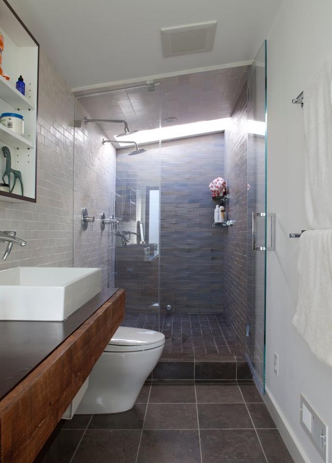 Uitgelezene Smalle badkamer goed gebruikt. Wel grote doucheruimte met twee SF-93