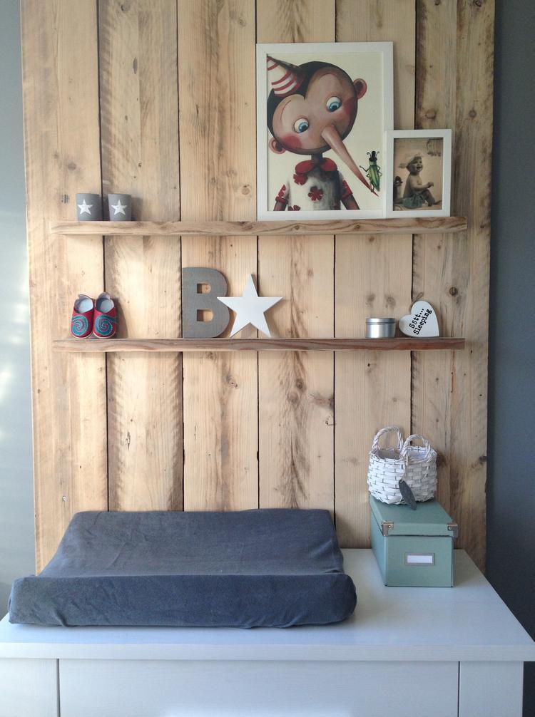 Uitzonderlijk Stoere babykamer met steigerhout achter de commode!. Foto #XA74