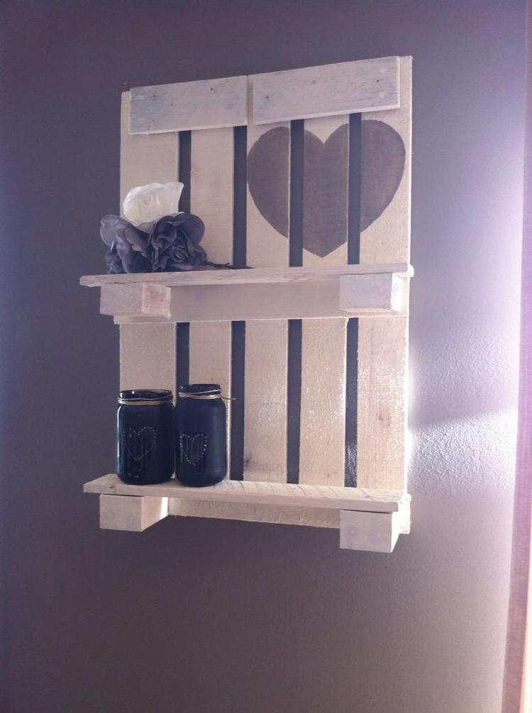 een kleine pallet, whitewash geverft, mooie muur decoratie. Foto ...