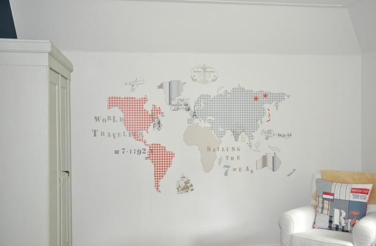 Baby Behang Jongen.Kinderkamer Voor Jongen Met Oude Kast En Landkaart Behang