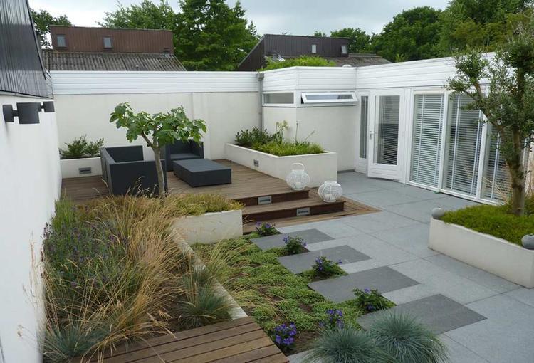 Strakke tuin met verhoging foto geplaatst door laura op welke