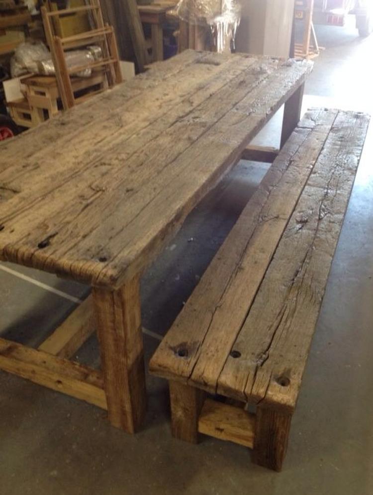 Oude Eiken Tafel.Robuuste Tafel En Bank Gemaakt Van Oude Eiken Wagondelen Mooie