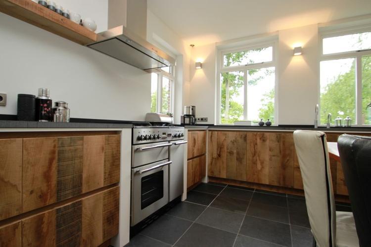 Welke Nl Keuken : Ruwe houten keuken van eikenhout. jp walker houten keukens. foto