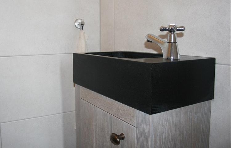 Wasbak toilet klein in elegant toilet spoelbak vervangen