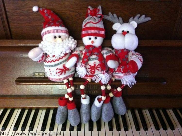 Kerstman Sneeuwpop En Rendier Gemaakt Van Stof Foto Geplaatst Door