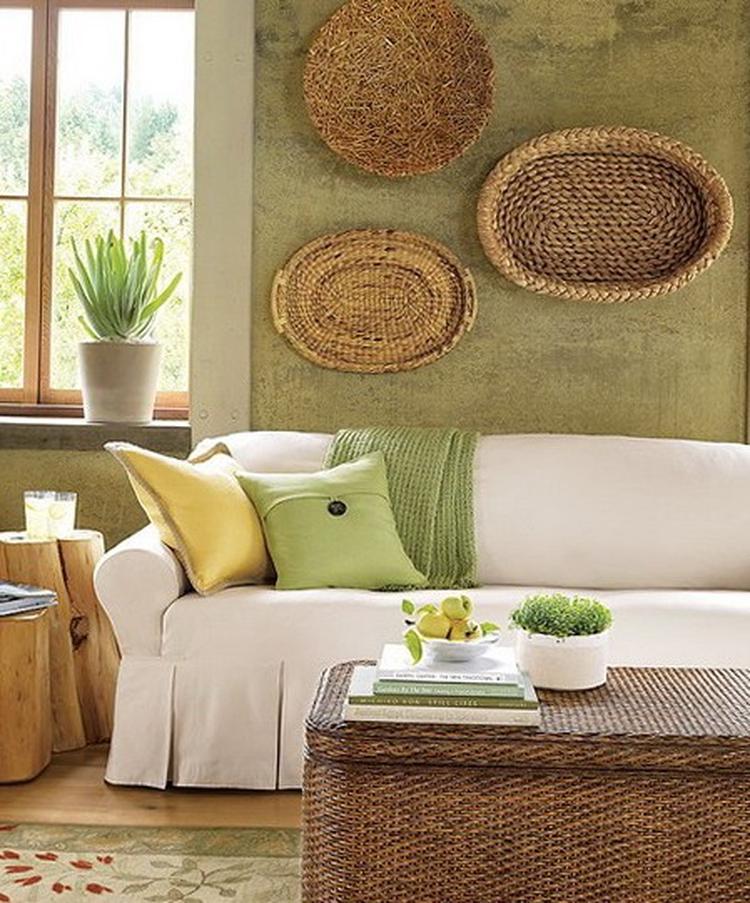Manden Aan De Muur.Manden Op De Muur En Mooie Kleuren Combinatie Foto