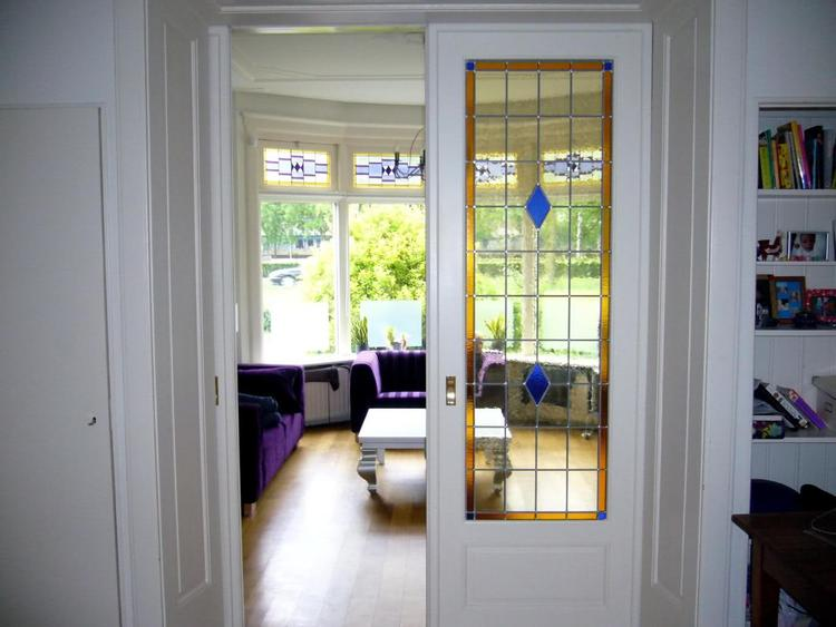 Rail Kamer En Suite Deuren.Sfeervolle Glas In Lood Ramen In Kamer En Suite Deuren Foto