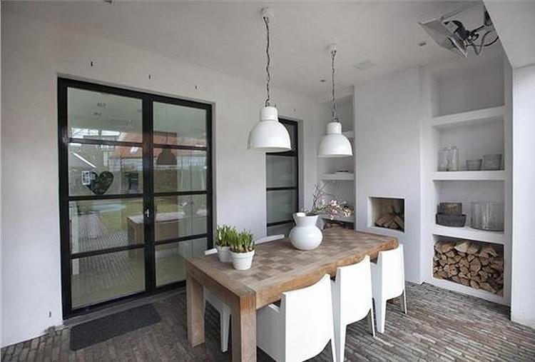 Mooie stoelen in combi met tafel en doorloop tuin interieur