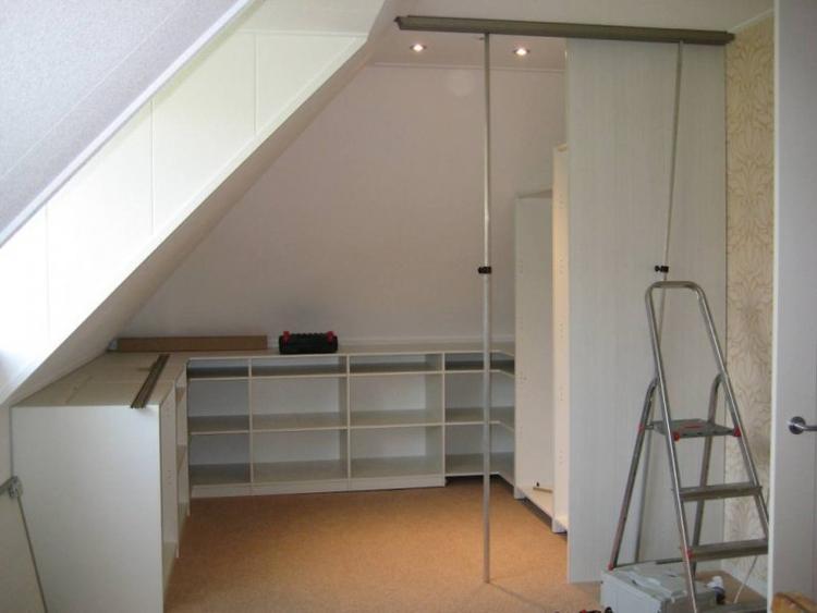 Slaapkamer Schuin Dak : Behangen van schuin dak zolder en rechte wanden slaapkamers werkspot