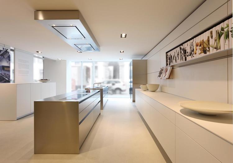 Moderne witte keuken met groot eiland. deze prachtige keuken is de ...