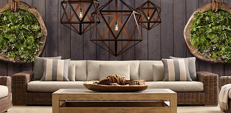mooi de muur met steigerhouten planken de mooie lampen het