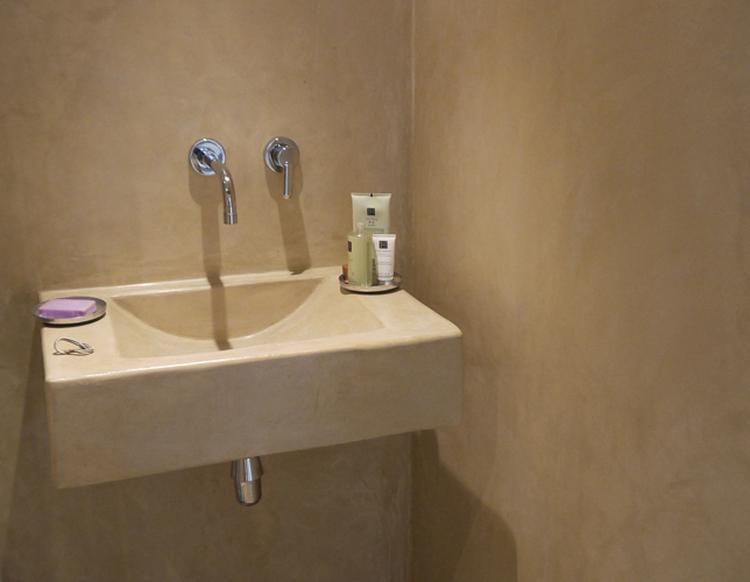 Badkamer Gootsteen Kast : Tadelakt voor badkamer. mooie gootsteen.. foto geplaatst door vivit