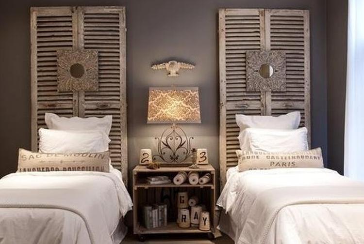 Oud Brocante Bed.Bed Met Louvredeuren Als Achterboard Foto Geplaatst Door