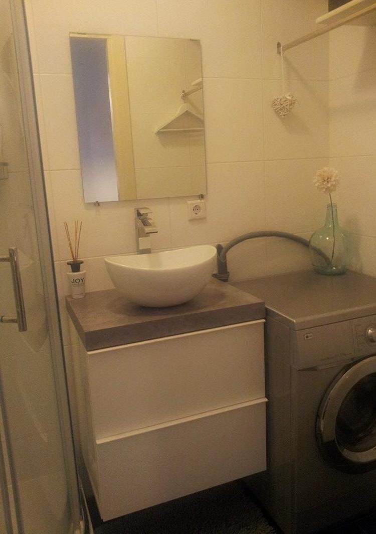 Kleine maar functionele badkamer! Zelfgemaakt hangend wastafelmeubel ...