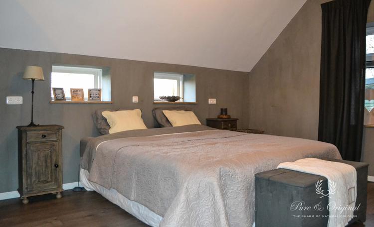 Slaapkamer sfeervol met Fresco Kalkverf kleur Thunder Sky van Pure ...