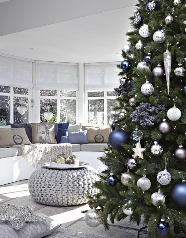 leuk interieur met kerstboom