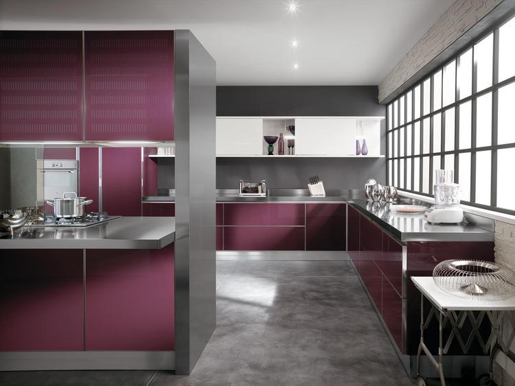 Moderne keuken in paars. Deze moderne keuken is door de paarse ...