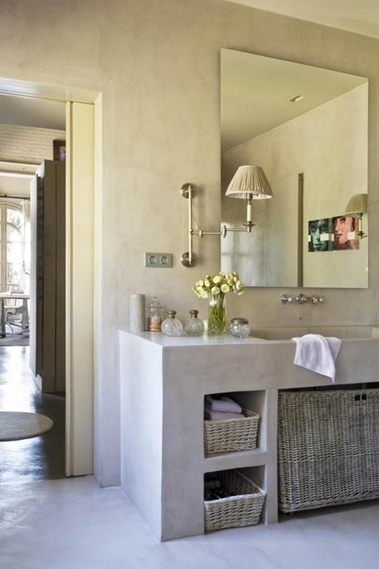 glad gestuucte badkamer vloer wand en meubel alles met hetzelfde materiaal bekleed mooi