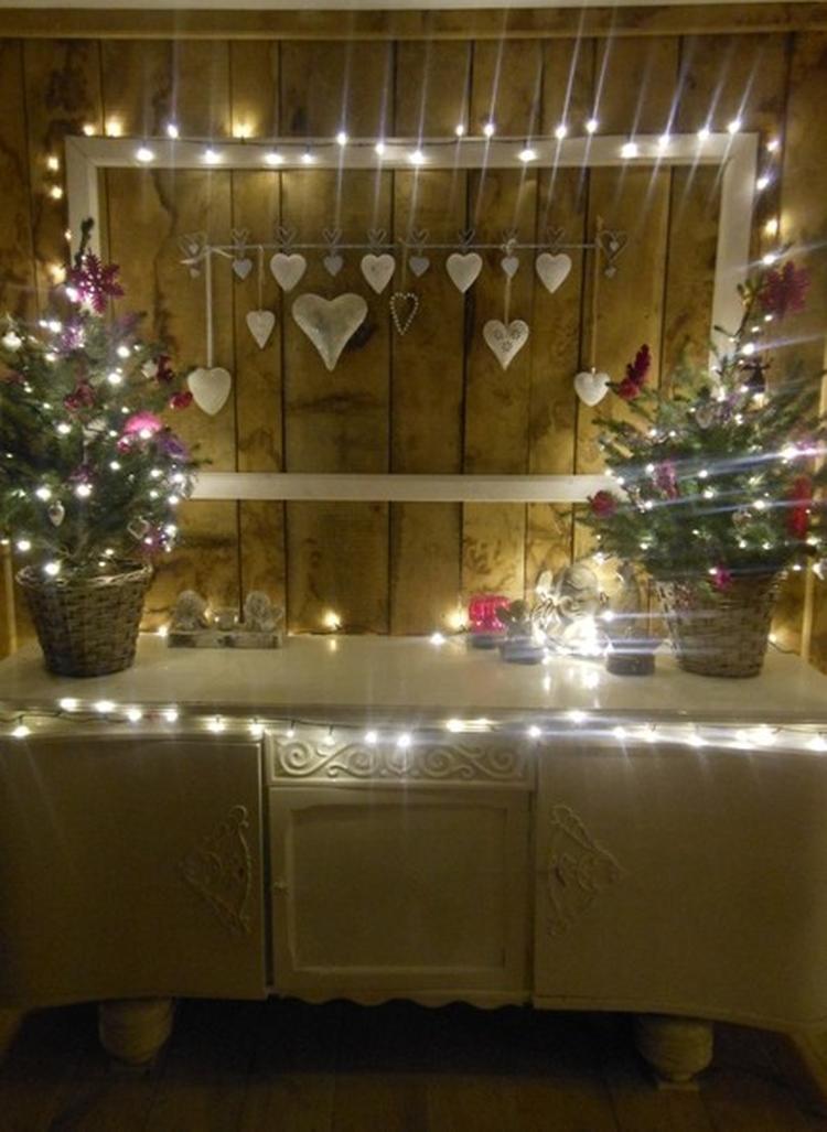 Sfeervol Kerstmis Achter De Kast Een Wand Van Planken En