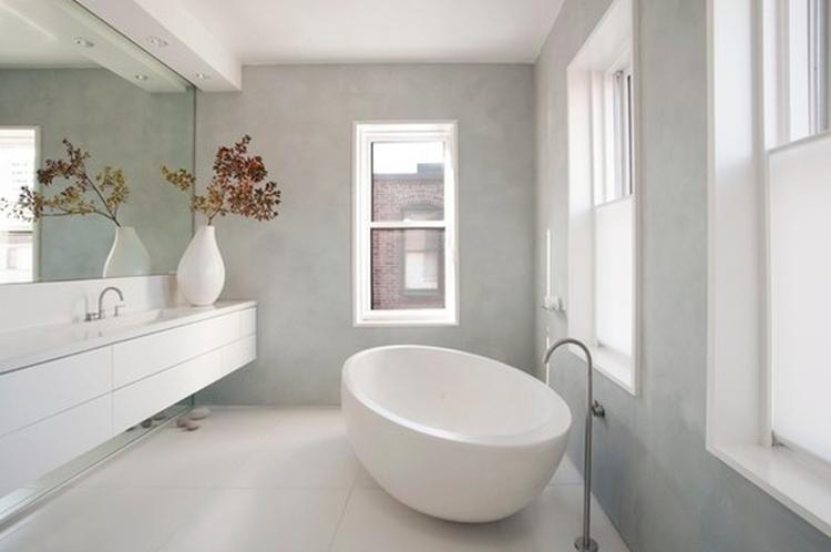 Badkamer van cocoon, geen tegels aan de wand. Foto geplaatst door ...
