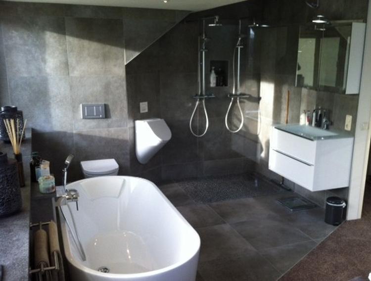 zolder-/badkamer met inloopkast. Foto geplaatst door vdommel op Welke.nl