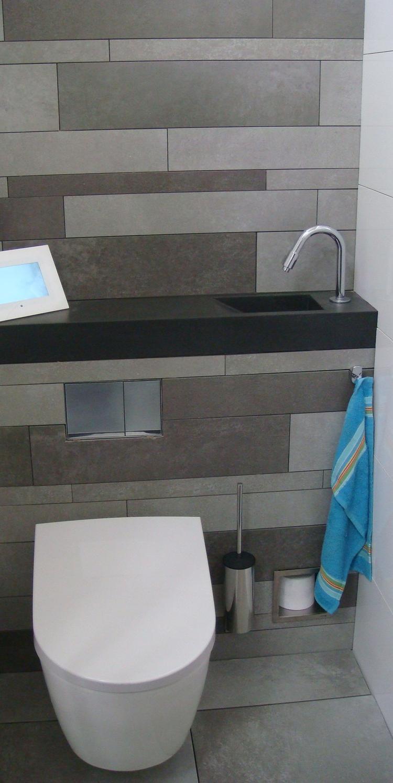 Compacte toiletruimte met fonteintje boven inbouwreservoir. Super ...
