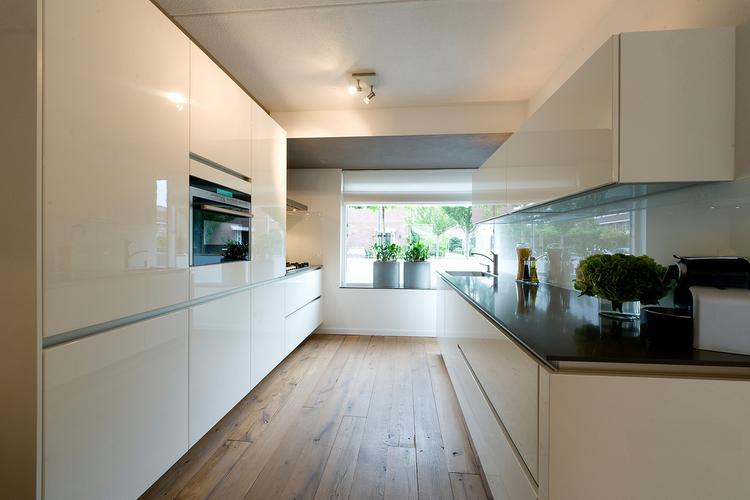 Parallel keuken wit lak foto geplaatst door dab op welke