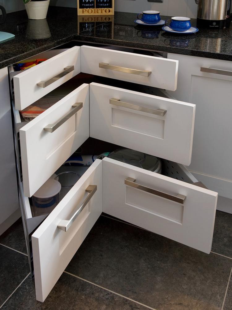 Hoeklades in een l keuken. foto geplaatst door trume op welke.nl