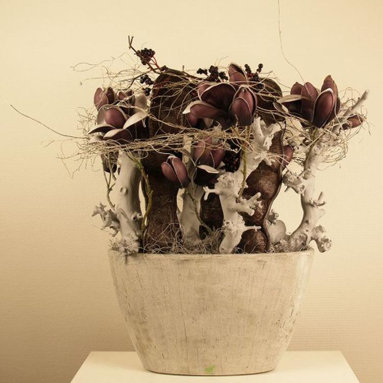 stoere vensterbank decoratie in aubergine - grijs. Foto geplaatst ...