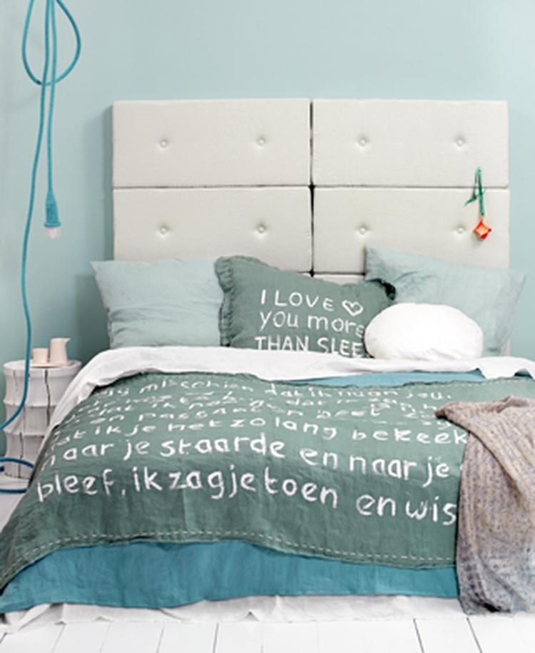 Mooie ton-sur-ton voor slaapkamer, wit gecombineerd met turquoise ...