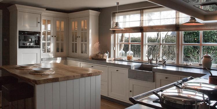 Klassieke, landelijke keuken . foto geplaatst door ipat op welke.nl