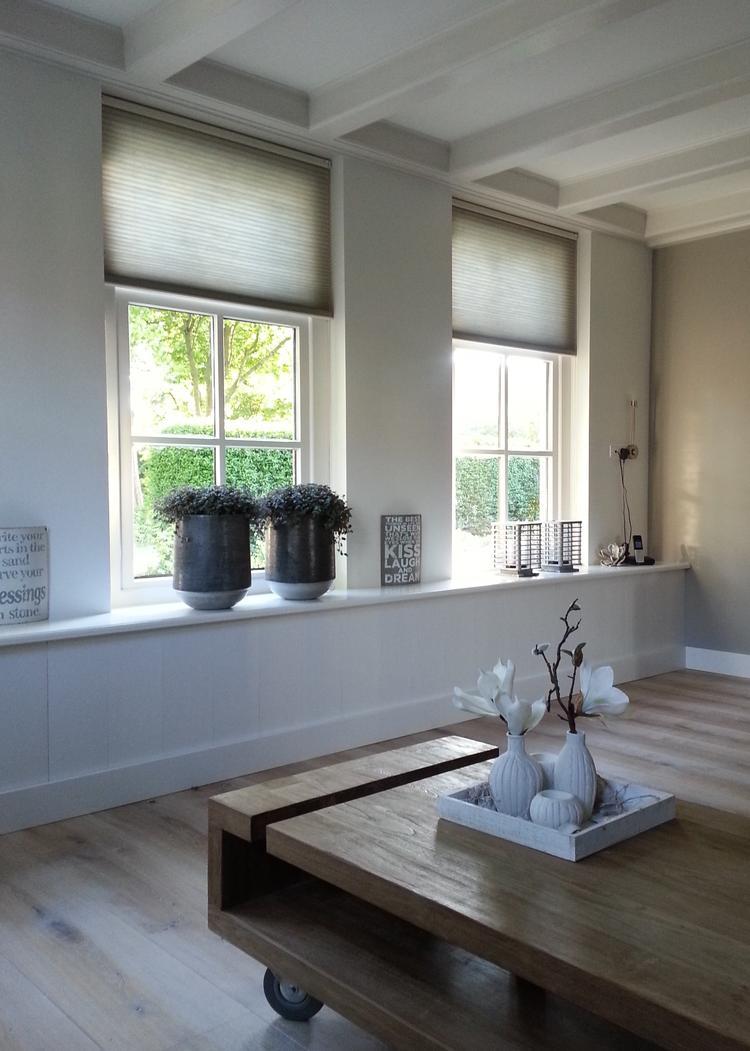 Brede vensterbank en Duette gordijnen. Foto geplaatst door ...