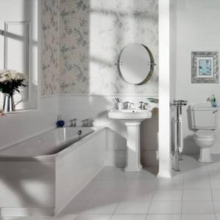 Hudson Reed traditionele badkamers. De wastafels en toiletten zijn ...