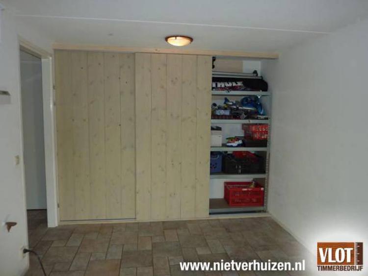 Schuifdeuren Voor Kastenwand.Kastenwand Met Schuifdeuren Voor In De Nis In Woonkamer Foto