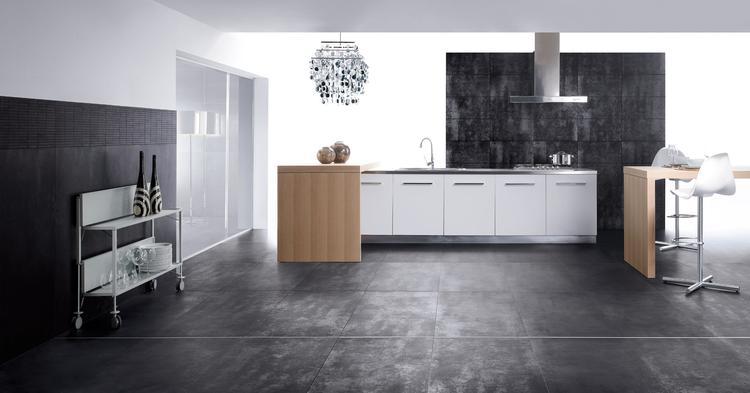 Moderne keuken met vloer en wand met natuursteen. in deze moderne ...