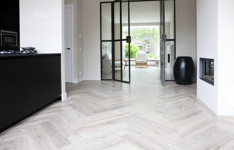Eiken houten visgraat vloer wit geolied.. foto geplaatst door