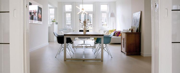 Moderne eetkamer in appartement. Deze moderne eetkamer in een jaren ...