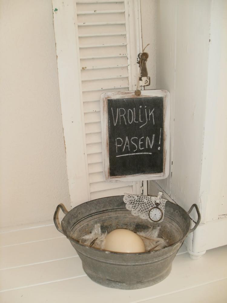 Brocante paasdecoratie in de woonkamer. Foto geplaatst door dandelie ...