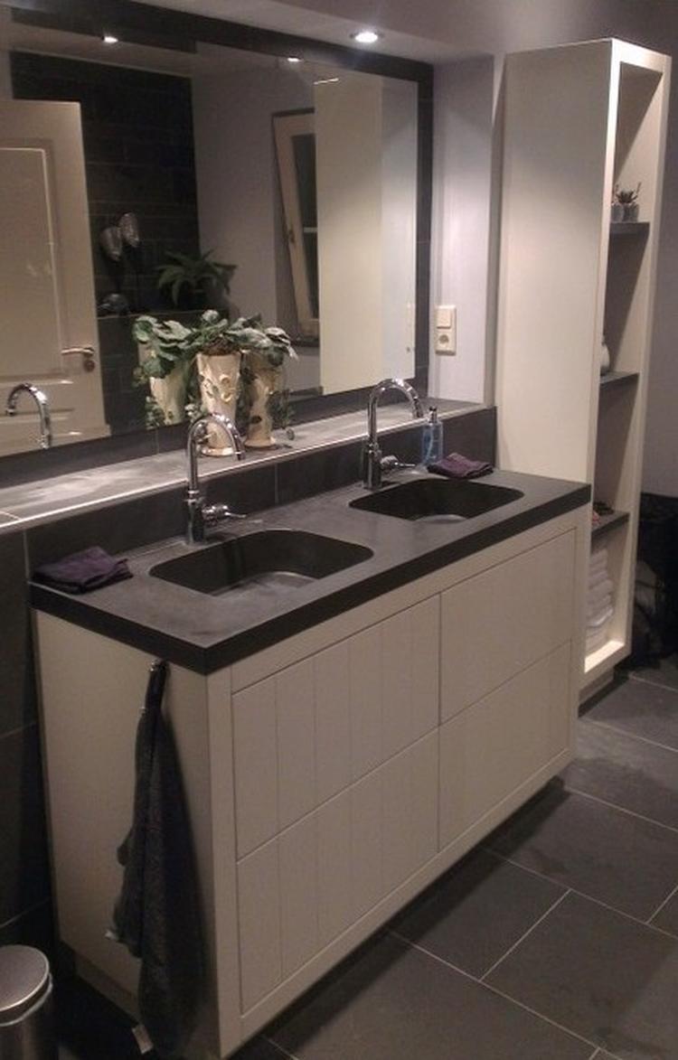 Prachtige badkamer met Leisteen vloertegels en een Granieten ...