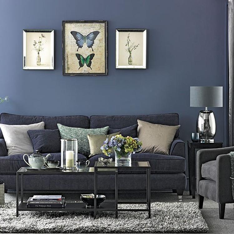 Woonkamer inrichting met blauwe kleuren. Foto geplaatst door ...