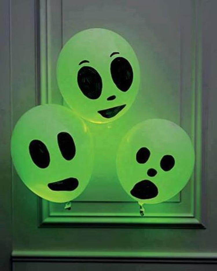 Tekenen En Zo Halloween.Leuk Voor Halloween Ballon Met Glowstick Er In En Met
